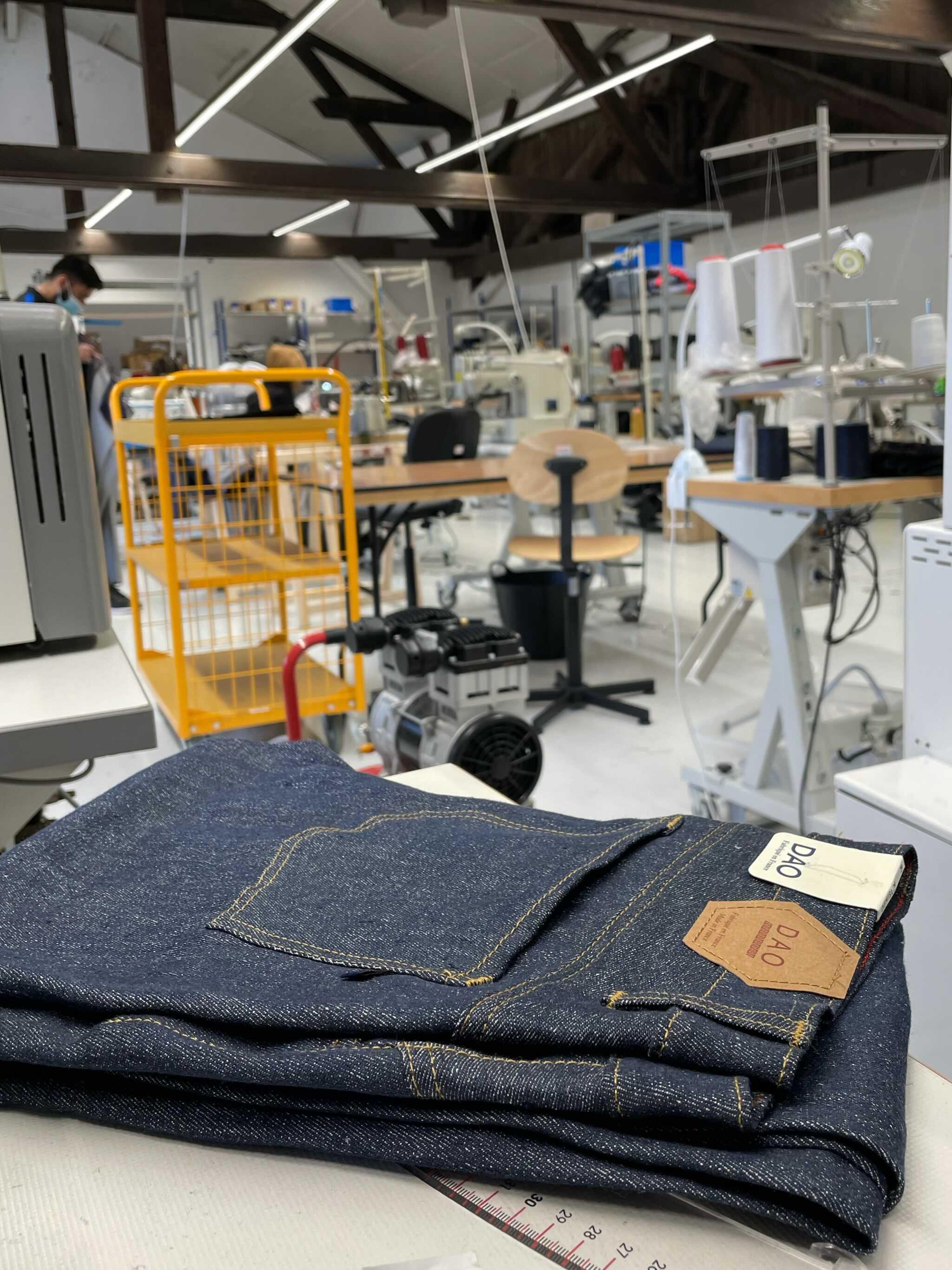 atelier de confection des jeans made in france dao à maxéville